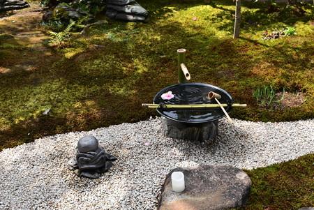 抱一曲水の庭の水琴窟