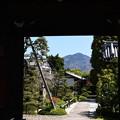 Photos: 額縁門の中の比叡山