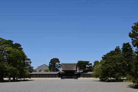 青空の下の建礼門