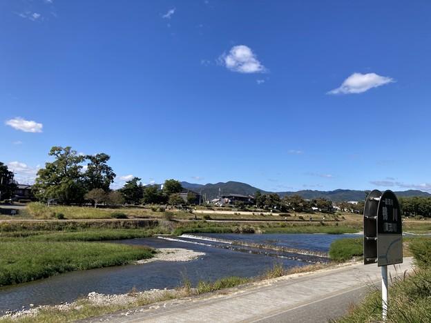 賀茂川の秋空