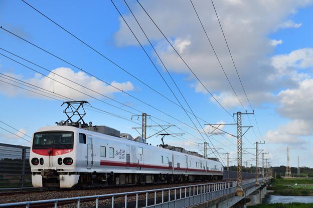 那珂川橋梁を渡るE491系検測車両