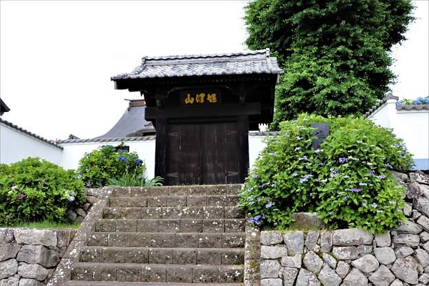 開かずの扉の山門