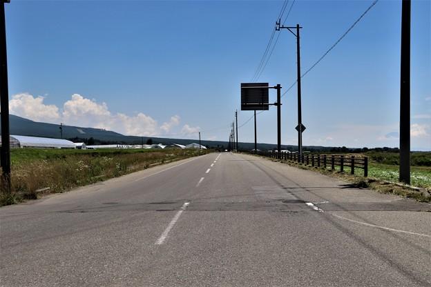 長い直線道路八ヶ岳エコーライン