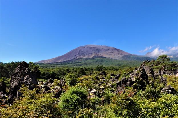 浅間山と熔岩原