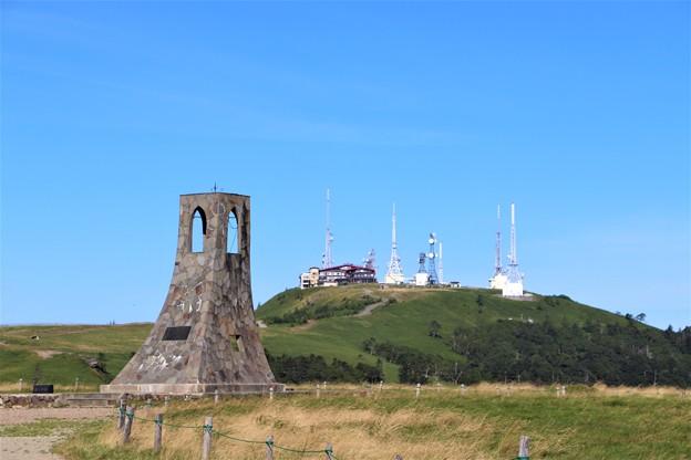 美しの塔と王ヶ頭アンテナ塔