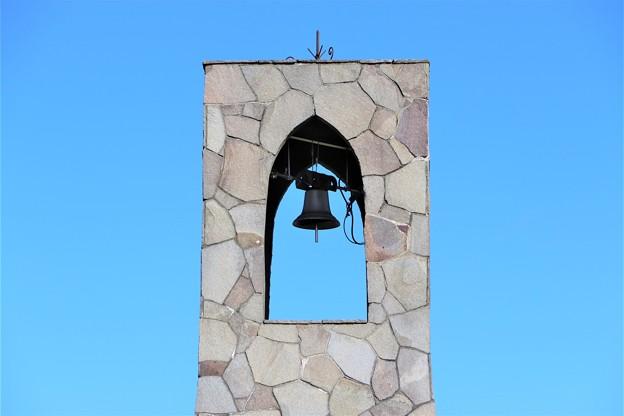 登山者の安全を守る鐘