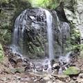 不動滝は落差17m。