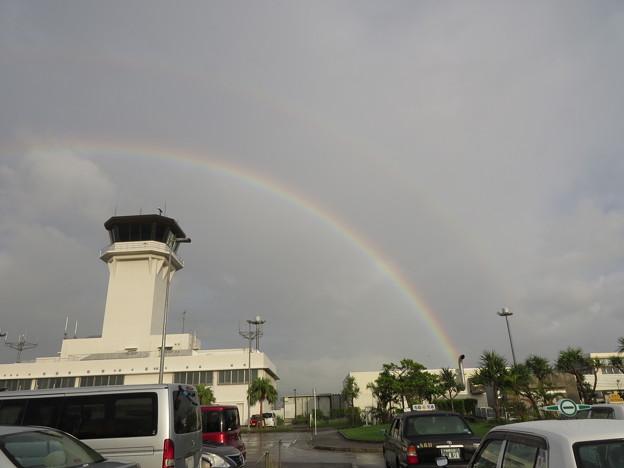 管制塔と虹