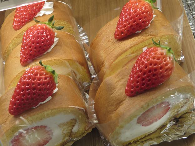 苺のロールケーキ。