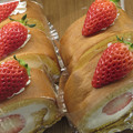 Photos: 苺のロールケーキ。