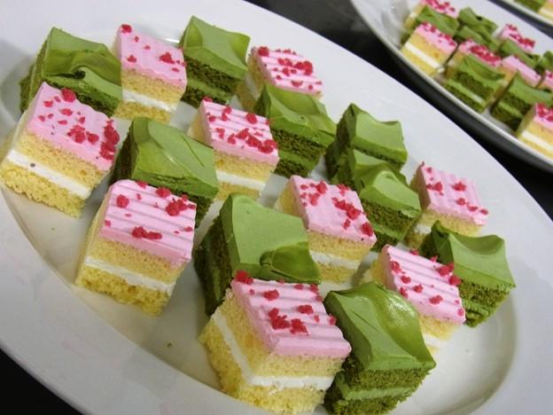 プチケーキ、抹茶&苺。
