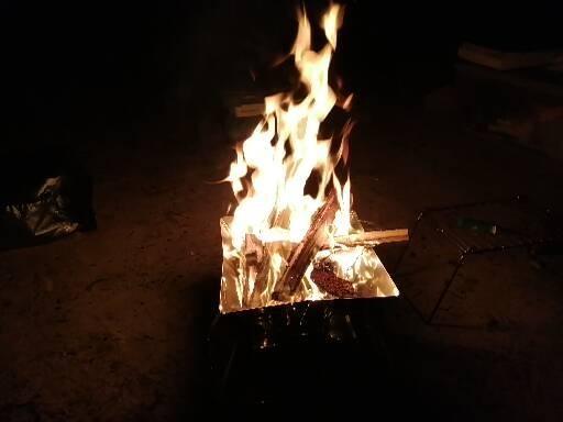 Photos: 火を焚く