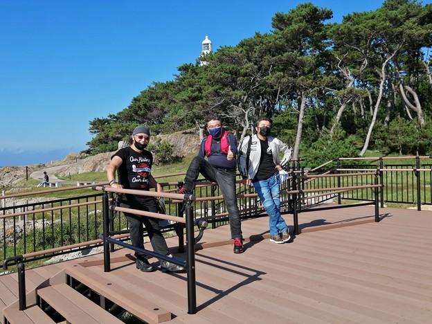 日御碕灯台 海岸側 我々3人