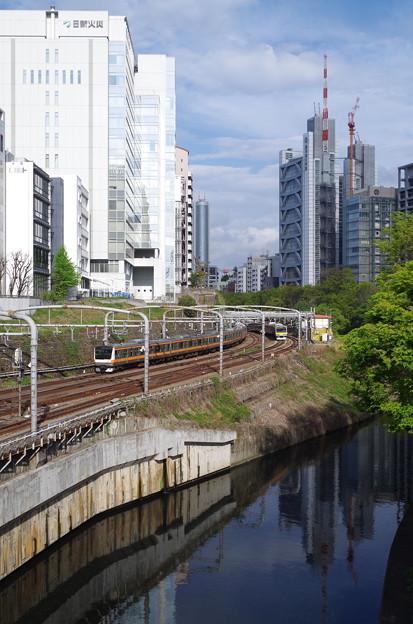神田川沿いを行く中央線