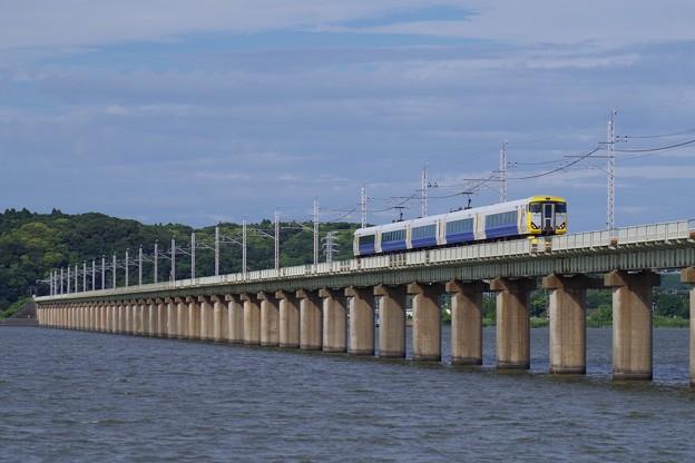 北浦橋梁を突き進む特急あやめ祭り
