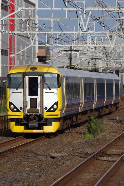 西船橋駅を通過する特急新宿さざなみ2号