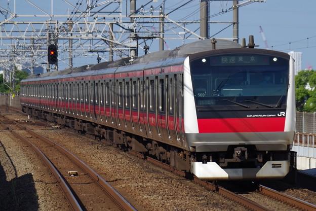 E233系5000番代の快速 東京行き