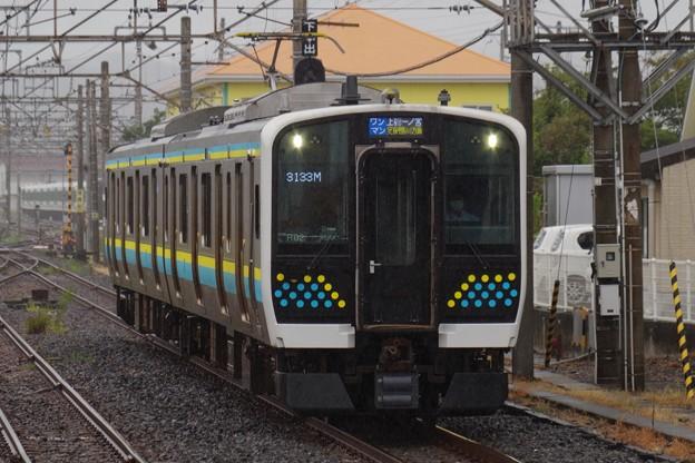 館山駅1番線に到着するE131系