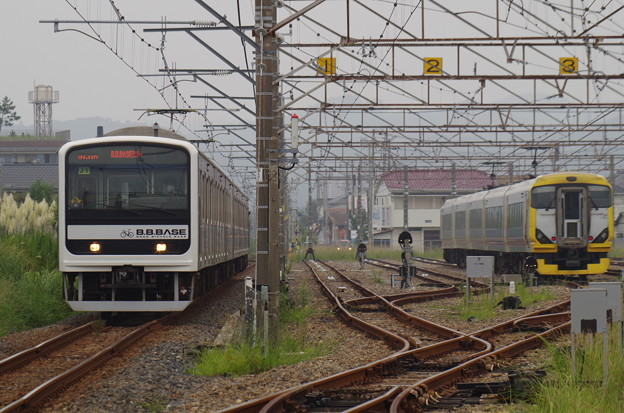 館山駅に到着する臨時快速B.B.BASE内房