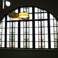 Photos: レトロ建築な図書館のステンドグラス