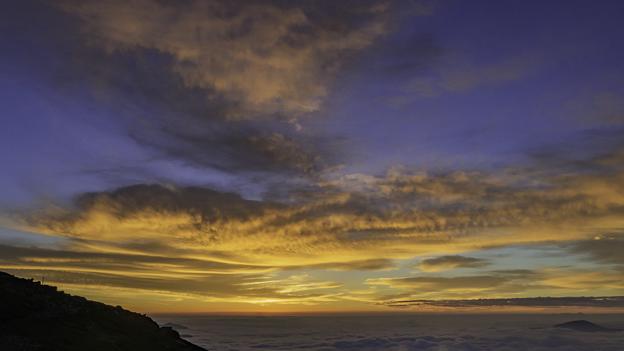 山頂からの美しい朝焼け