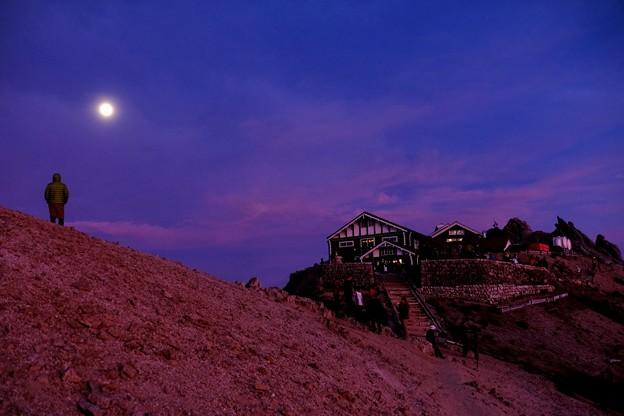御来光を期待して-長野県安曇野市:燕山荘