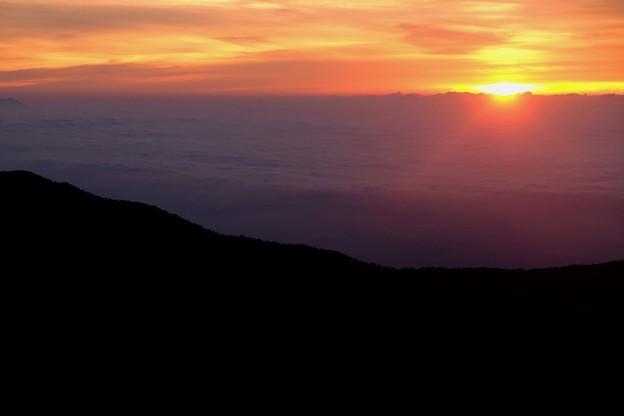 雲海からの御来光-長野県安曇野市:燕山荘