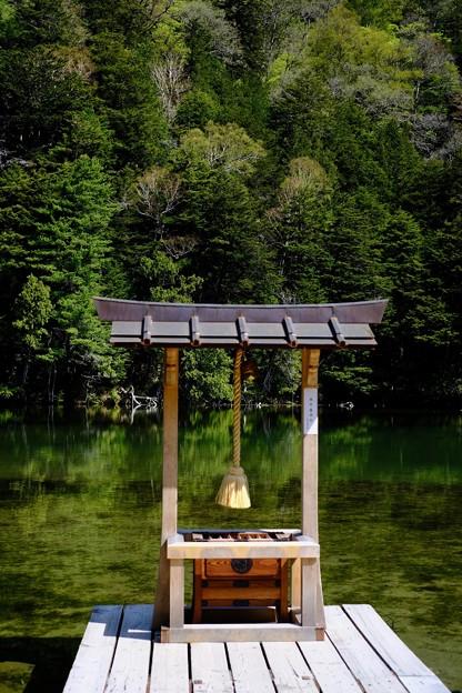 神が住む池-長野県松本市:上高地・明神池