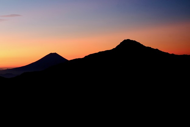 夜明けを待つ-長野県伊那市:仙丈ヶ岳