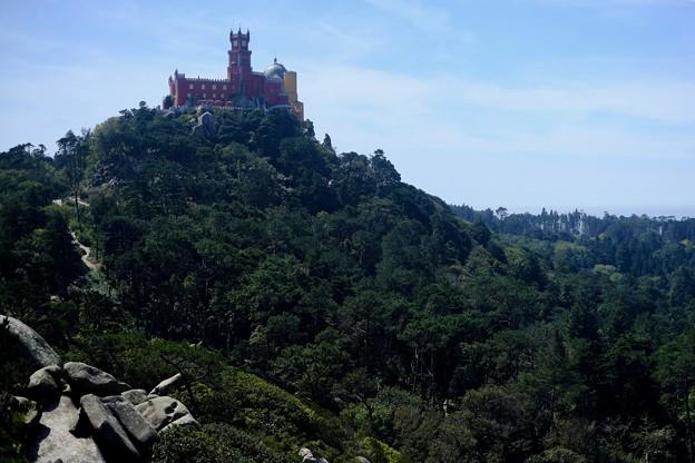 ペーナ宮殿を望む-Sintra, Portugal