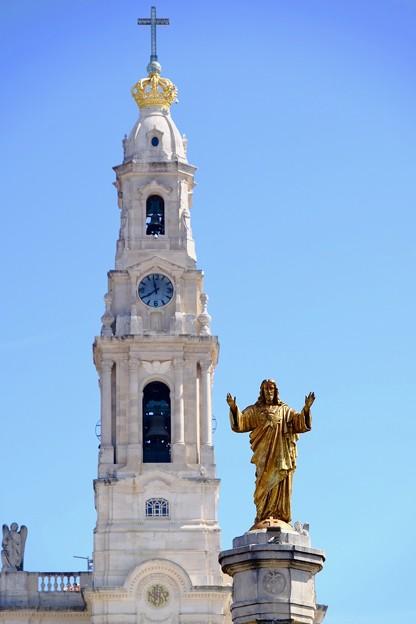 青空にそびえる大聖堂-Fátima, Portugal