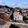 城壁の上に立つ-Obidos, Portugal