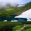 雪渓を抱いた池-長野県松本市:乗鞍岳