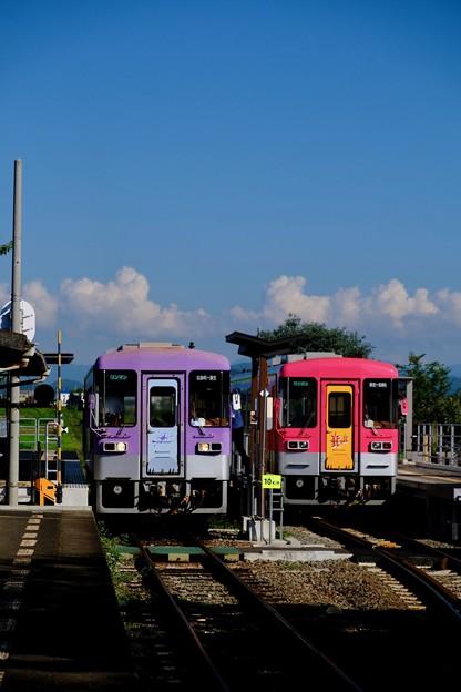 列車交換-兵庫県加西市:北条鉄道 法華口駅
