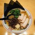 麺ハウス こもれ美『しばさき農園の小松菜を使用した極太麺家系』