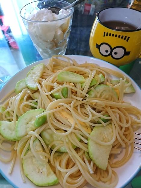 ズッキーニと枝豆のパスタ