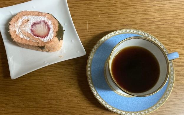 桜ロールケーキと桜ブレンド