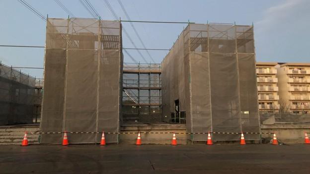 桃花台線 桃花台東駅解体撤去工事(2021年3月2日):残った柱の撤去開始 - 2