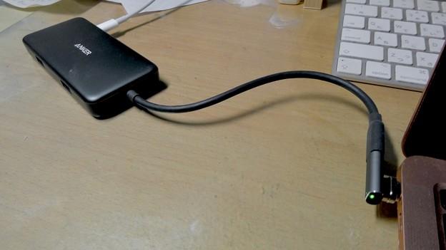 Macbook Air・ProをMagsafe化できる「Sisyphy Magsafe 磁気 マグネット USB-Cアダプター(9ピン)」 - 9:ハブをかましても充電・データ転送可能
