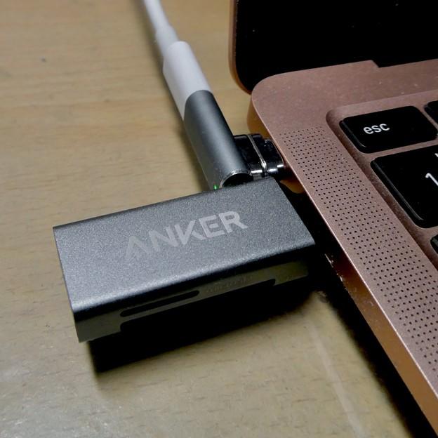 Macbook Air・ProをMagsafe化できる「Sisyphy Magsafe 磁気 マグネット USB-Cアダプター(9ピン)」 - 12:AnkerのSDカードリーダーだとちょっときつい