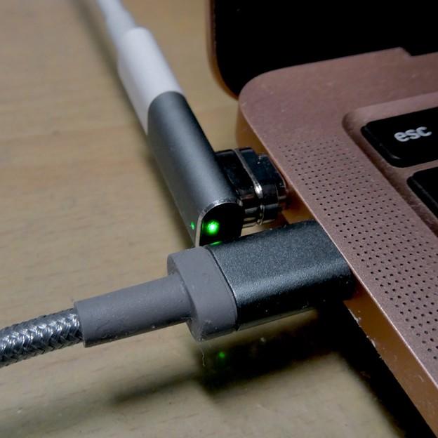 Macbook Air・ProをMagsafe化できる「Sisyphy Magsafe 磁気 マグネット USB-Cアダプター(9ピン)」 - 16:Lighningケーブルだと干渉しなそう