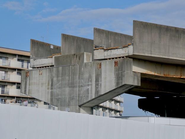 解体工事中の旧・桃花台東駅(2021年4月18日) - 12