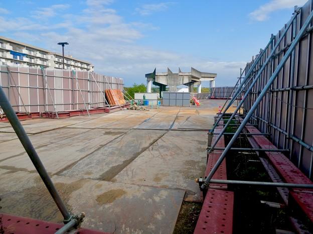 解体工事中の旧・桃花台東駅(2021年4月18日) - 6
