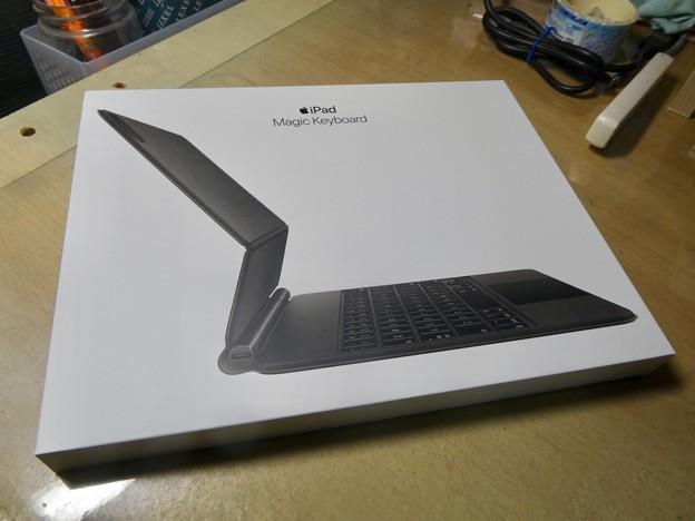 iPad用Magic Keyboard - 1:箱