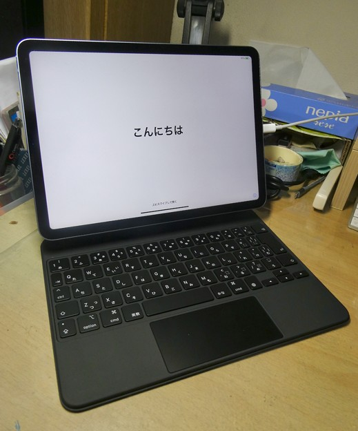 iPad用Magic Keyboard - 10:iPad Air初回起動時に表示される世界のあいさつ(日本語)