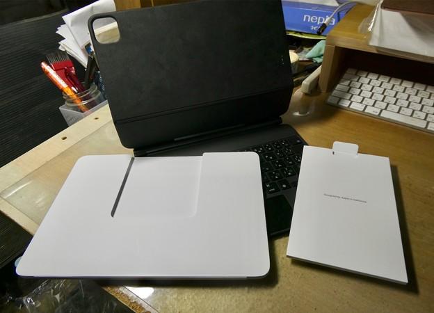 iPad用Magic Keyboard - 5:本体に挟まれてた説明書等