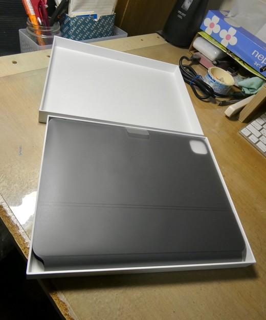 iPad用Magic Keyboard - 2:箱を開けたところ