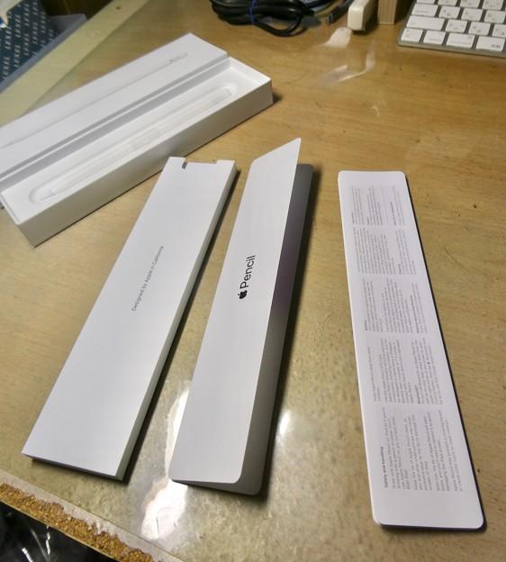Apple Pencil(第2世代) - 4:箱を開けたところ(説明書等)