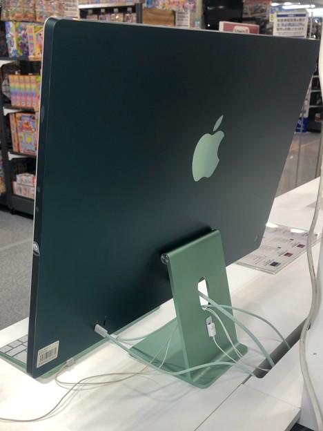 M1搭載iMacのグリーンモデル - 2:背面