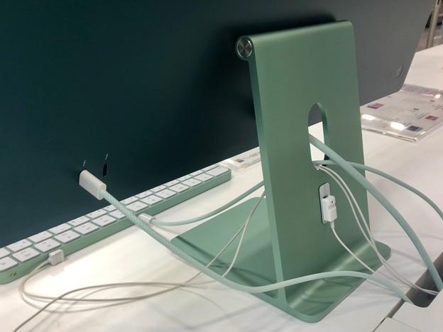 M1搭載iMacのグリーンモデル - 3:背面